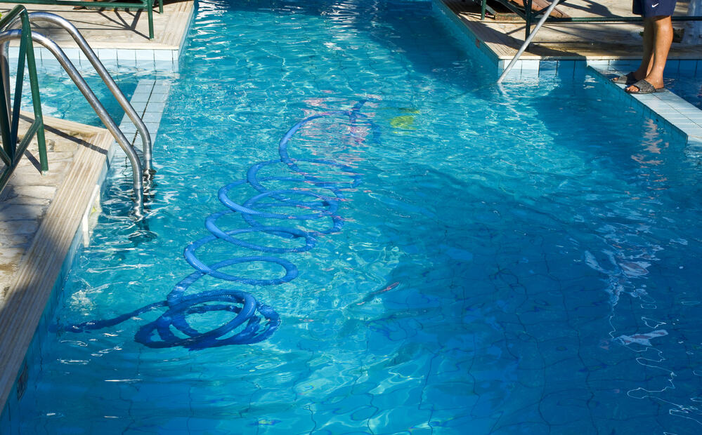 Here\'s How To (Quickly) Get Rid Of Pool Algae NOW