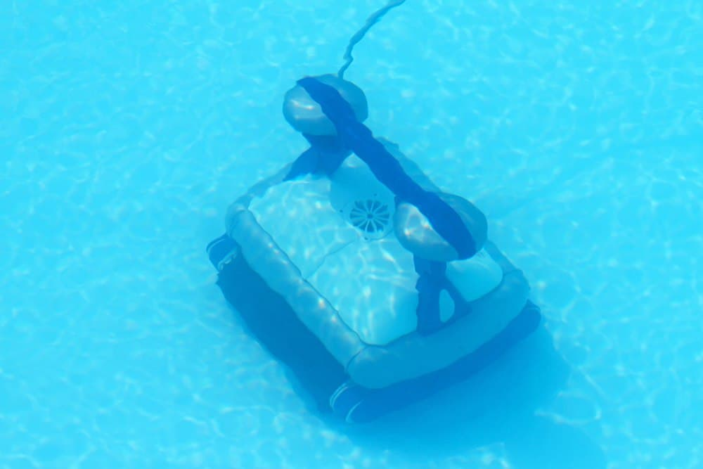 robotic-pool-cleaner