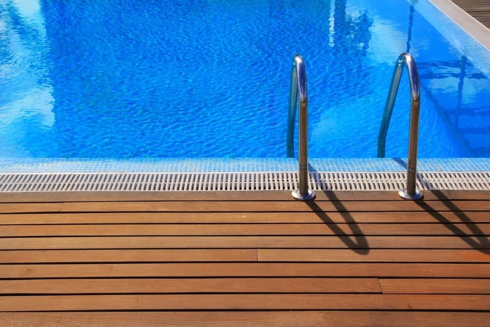 Here's How To Get Rid Of Mustard Algae In Your Pool (FAST)